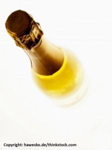 Champagner Flasche weisser Hintergrund 224x300